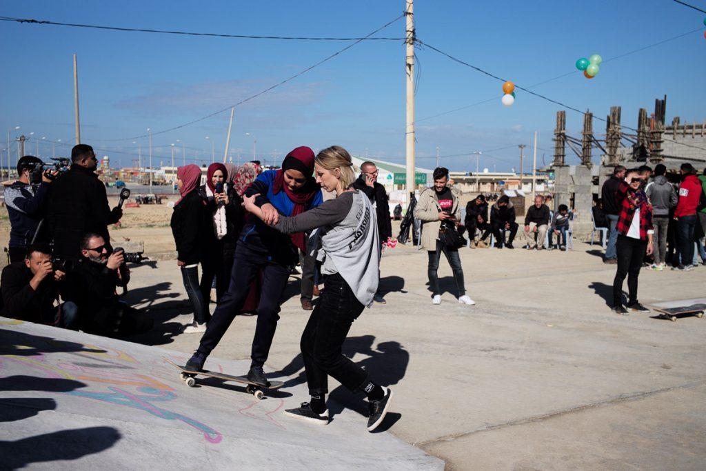 Lezioni di skate alle ragazze di Gaza