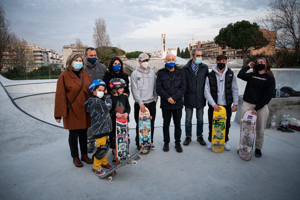 Le autorità e gli skater al test dello skatepark